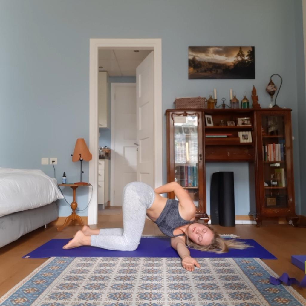 yoga for increasing energy - kneeling twist