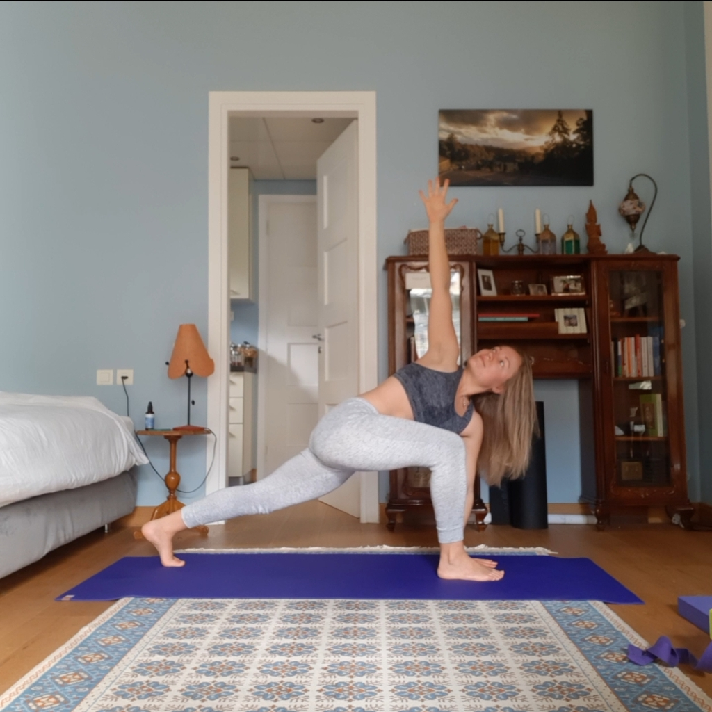 yoga for increasing energy - runners lunge twist